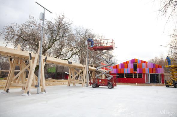 В парке Горького залили каток. Изображение № 16.