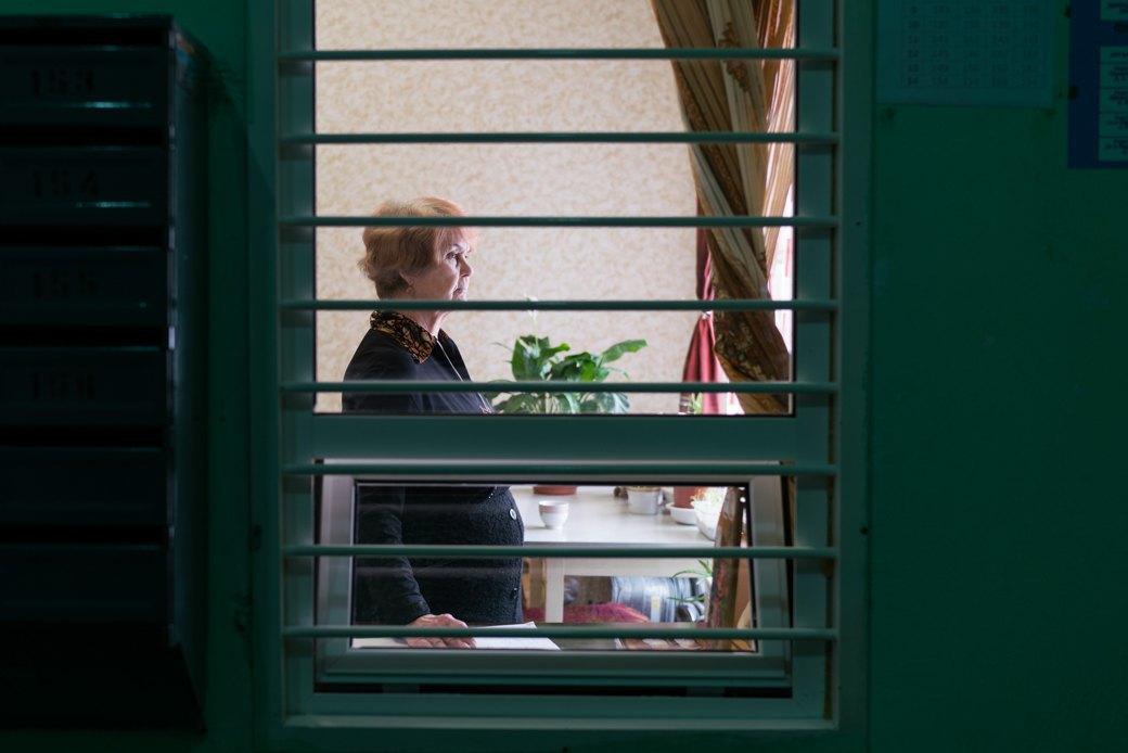 «Я — спокойствие подъезда»: Московские консьержи — огорожанах, кризисе илюбви кпорядку. Изображение № 2.