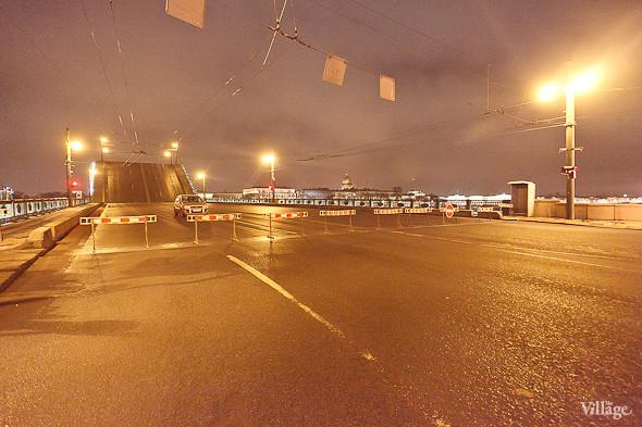 Фоторепортаж: Как разводят Дворцовый мост. Изображение № 41.