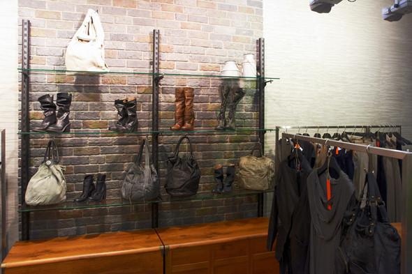 Интерьер магазина Disdress. Изображение № 3.