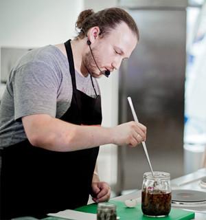 Omnivore Food Festival: Иван Шишкин готовит пеммикан и черемуховые полбяные пряники. Изображение № 1.