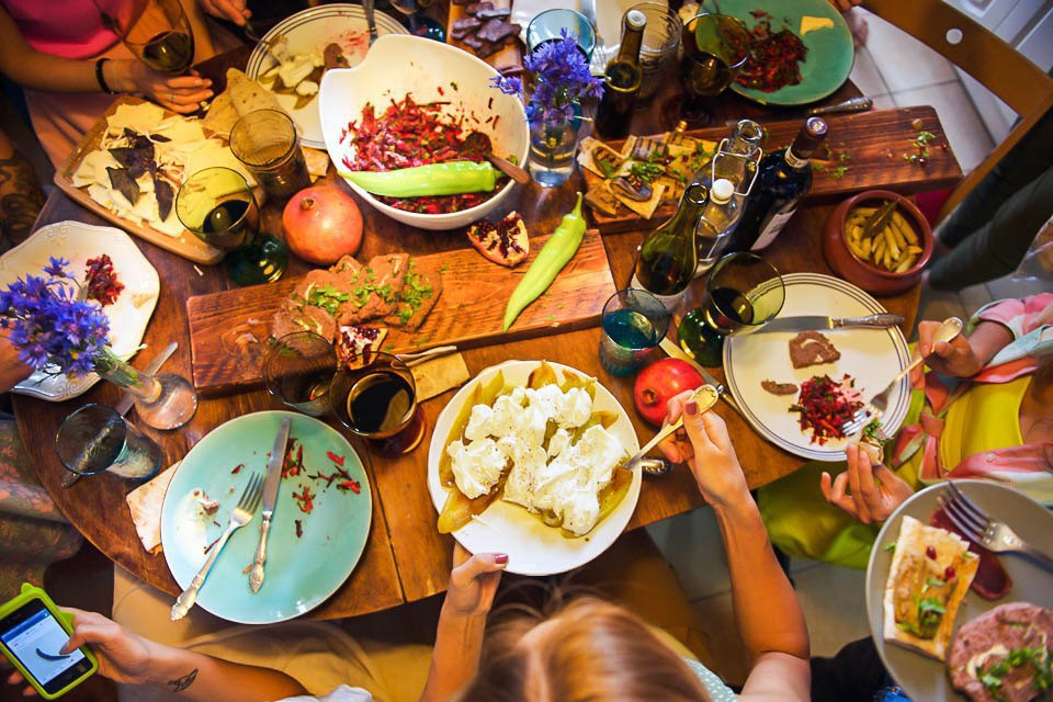 Кто изачем устраивает домашние званые ужины иобеды вМоскве. Изображение № 50.