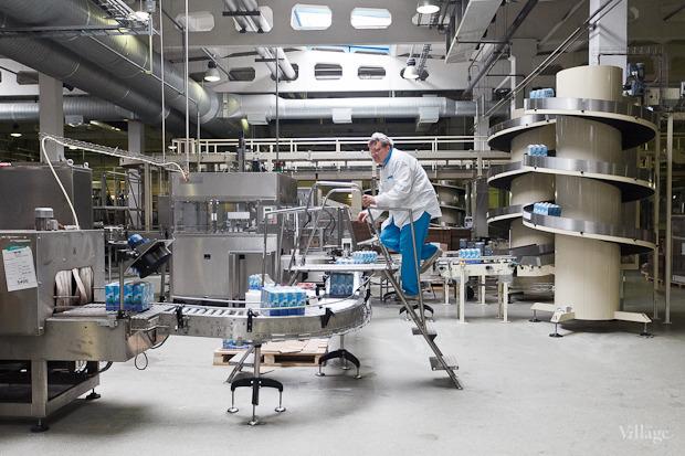Фоторепортаж: Как делают йогурты на молочном заводе. Изображение № 58.