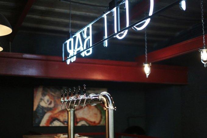 На «Красном Октябре» открылась парикмахерская сбаром Boy Cut Bar. Изображение № 2.