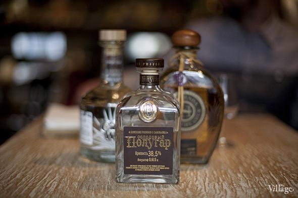 В Kitchen есть редкий для Москвы алкоголь. Например, «Полугар» —русский алкоголь XVIII–XIX веков, восстановленный по традиционной технологии, не производящийся более ста лет. Изображение № 26.