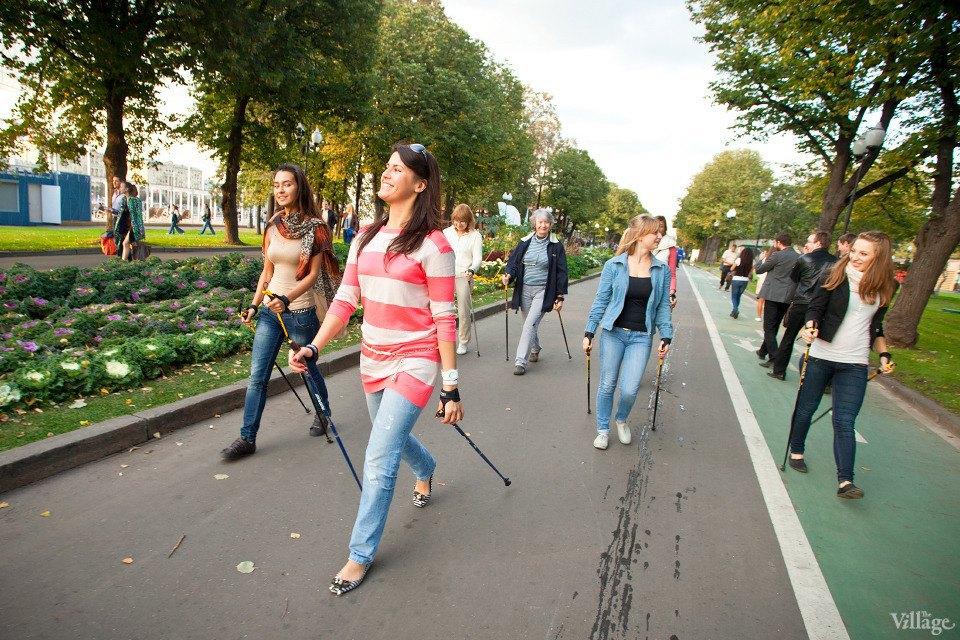Люди в городе: Кто занимается скандинавской ходьбой. Изображение № 12.