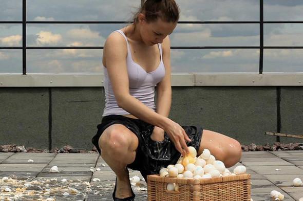 Полина Канис. «Яйца». Изображение № 3.