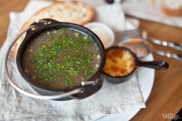 Грибной суп со спельтой, жюльеном из белых грибов и хлебом — 220 руб.. Изображение № 23.
