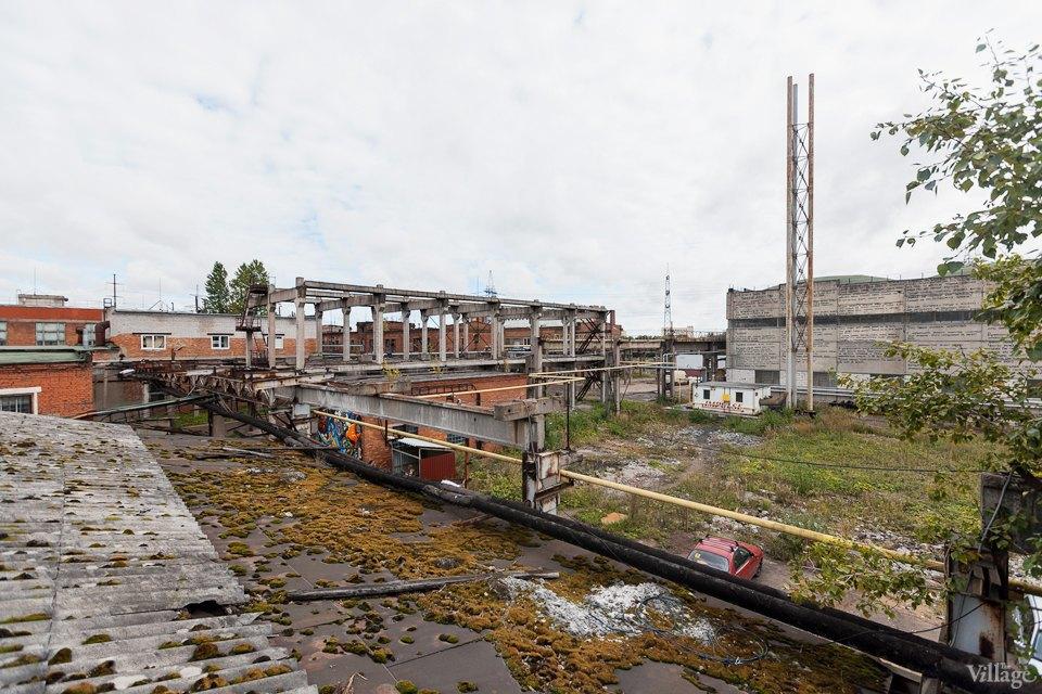 Фоторепортаж: Как действующий завод становится музеем стрит-арта. Изображение № 18.