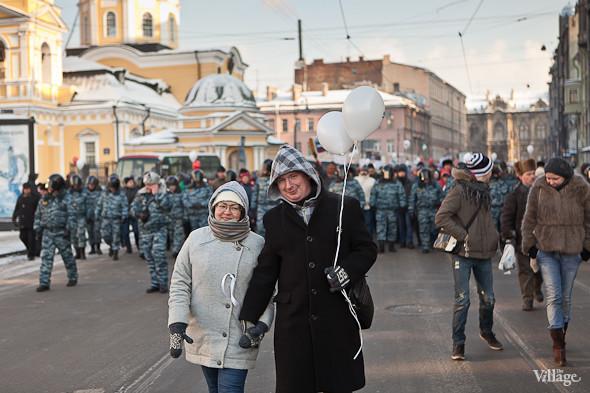 Фоторепортаж: Шествие за честные выборы в Петербурге. Изображение № 24.