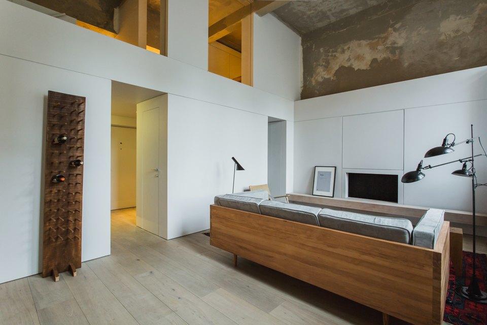 Двухэтажный лофт на «Рижской» сдагестанскими коврами. Изображение № 7.