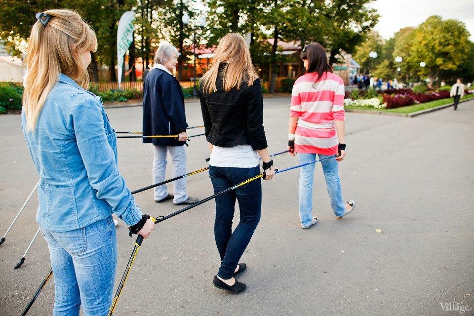 Люди в городе: Кто занимается скандинавской ходьбой. Изображение № 11.