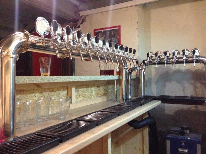 Магазин крафтового пива «Эль истаут» открыл свой бар. Изображение № 1.