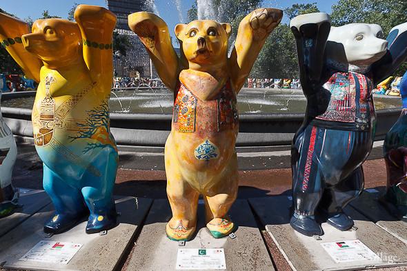 В Александровском саду выставили медведей United Buddy Bears. Изображение № 10.