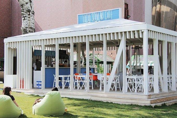 В саду «Эрмитаж» открывается летнее кафе Lucky Souvlaki. Изображение № 1.