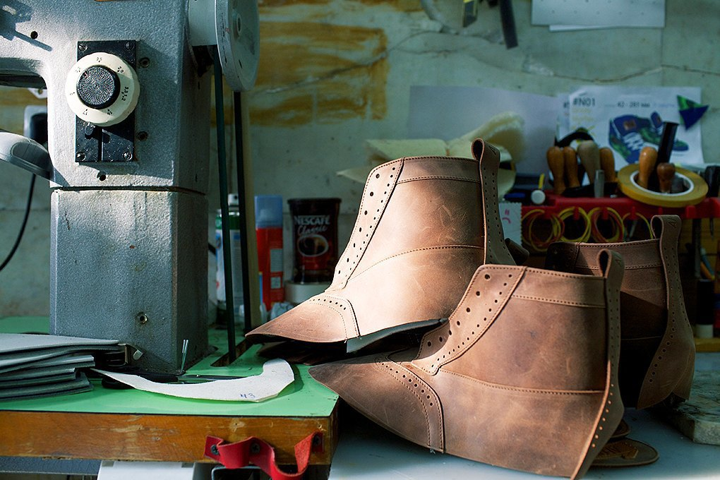 По мерке: Разноцветные ботинки приносят мастерской Afour полсотни заказов в месяц. Изображение № 7.