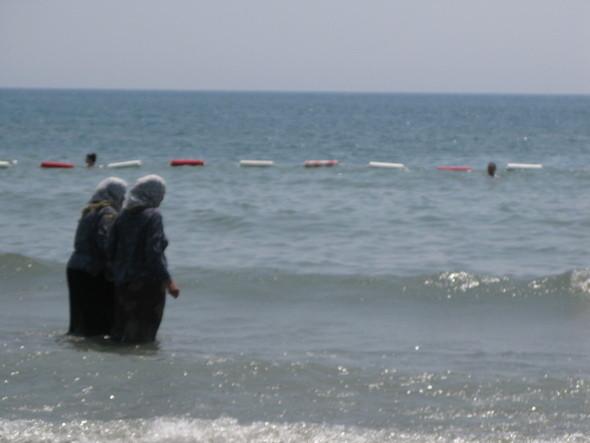 ближе к Албанской границе самый протяженный песчаный (что редкость) пляж черногории