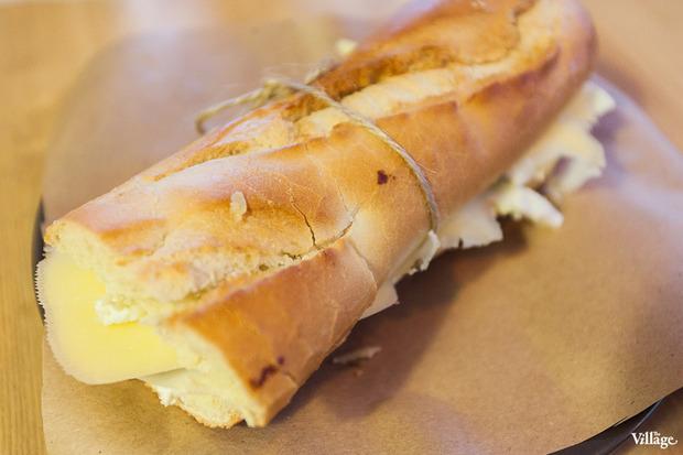 Сэндвич Mitte #3 (творожный сыр, сладкий соус чили, сыр эмменталь) — 170 рублей. Изображение № 14.