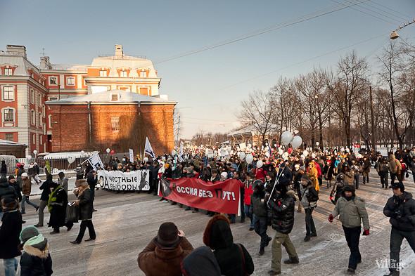 Фоторепортаж: Шествие за честные выборы в Петербурге. Изображение № 35.