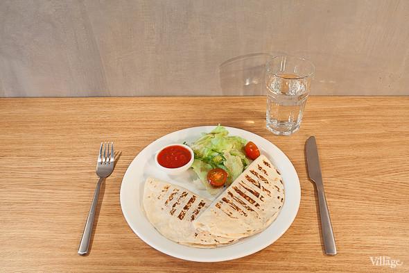 Кесадилья с овощами и сыром — 220 руб.. Изображение № 18.