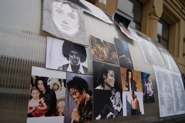 Поклонников Майкла Джексона задержали за нарушение закона о митингах. Изображение № 4.