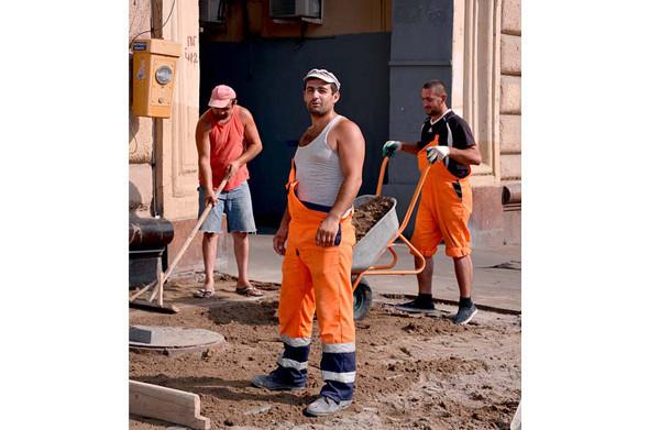 Свежая укладка: как асфальт меняют на плитку в Москве. Изображение № 9.