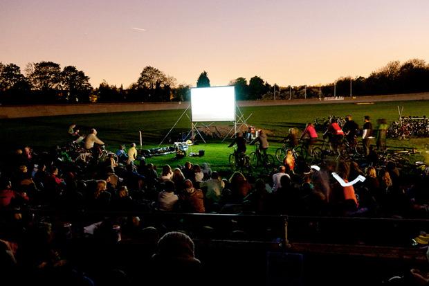 Идеи для города: Велосипедные кинотеатры вВеликобритании. Изображение № 9.