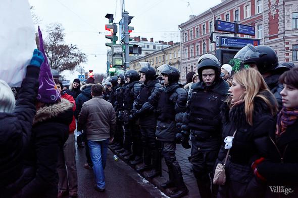 Фоторепортаж: Митинг против фальсификации выборов в Петербурге. Изображение № 17.