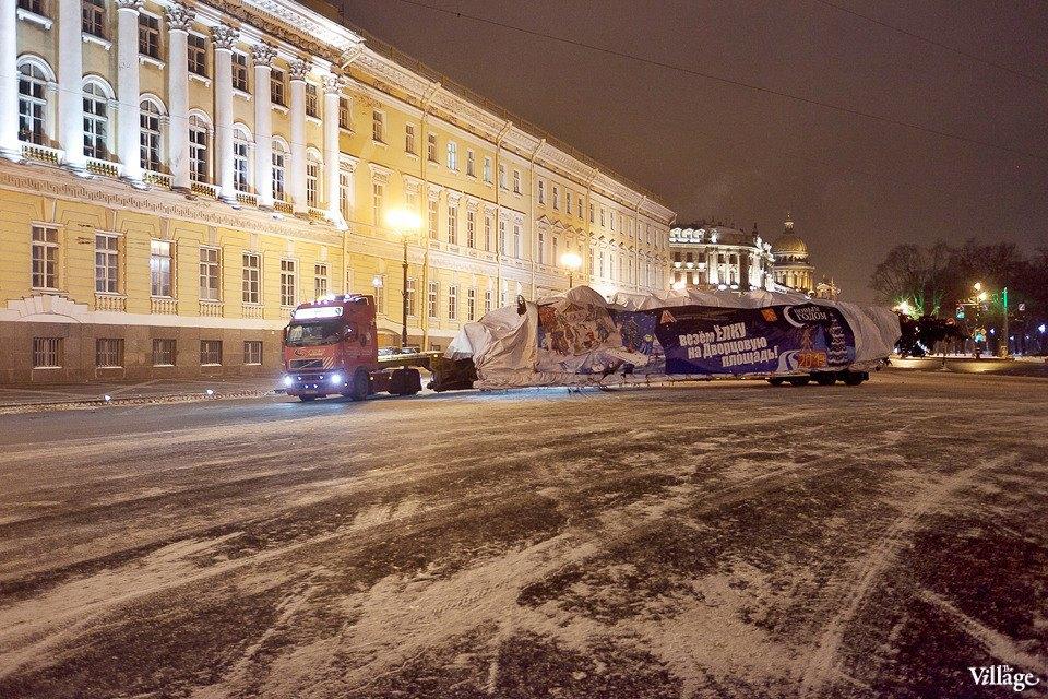 Фоторепортаж: Как устанавливали главную петербургскую ёлку. Изображение № 1.