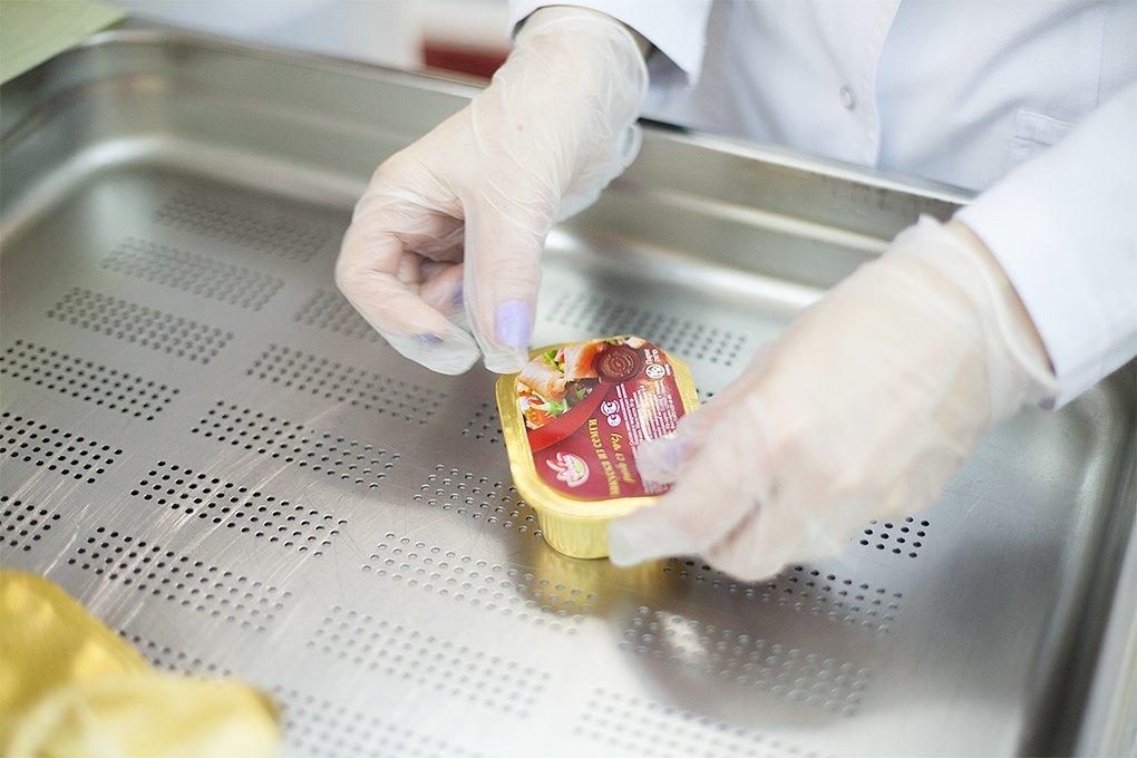 Производственный процесс: Как готовят кошерные обеды для авиапассажиров. Изображение № 33.