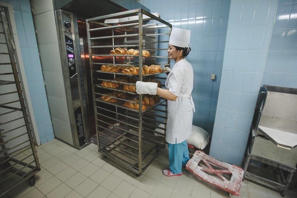 Производственный процесс: Как готовят кошерный хлеб. Изображение № 41.