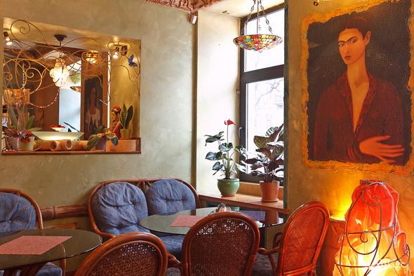 Новое место (Петербург): Вегетарианская кофейня «Фрида». Изображение № 24.