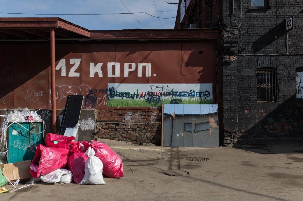Oxxxymiron— одворах Лиговского проспекта ицентре русской рэп-культуры. Изображение № 4.