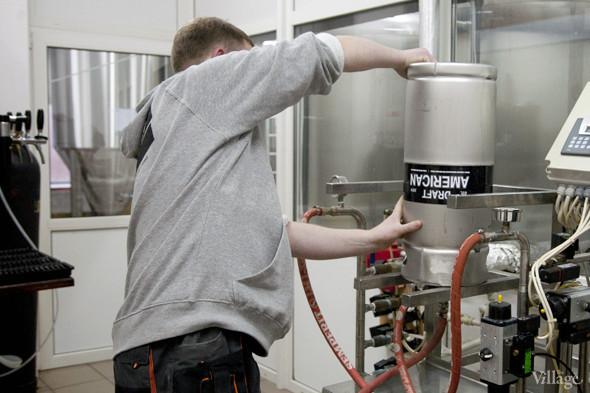 Репортаж: Как варят пиво в частной московской пивоварне. Изображение № 35.