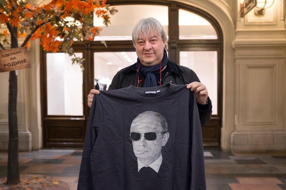 Съёмный патриотизм: Кто и зачем покупает одежду с Путиным. Изображение № 16.
