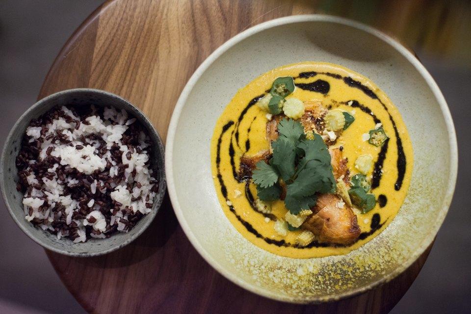 «Золотой кукурузный суп» с крабом и гай ланом, 420 рублей. Изображение № 12.