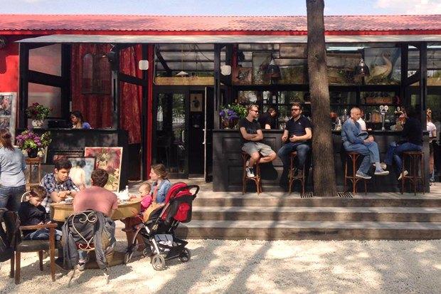 Кафе Garden, «AC/DCвТбилиси» иPrawns, киоск FruitBar ивторое «Бутербро». Изображение № 1.