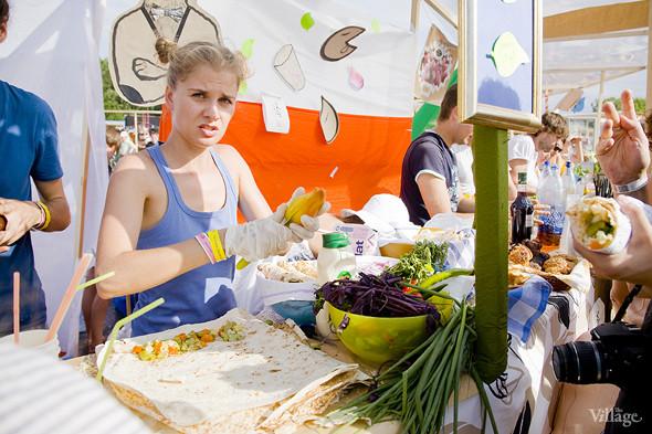 Еда на Пикнике «Афиши»: сэндвичи Foodster, пироги «Это моя булочка» и бургеры от «Даров природы». Изображение № 19.