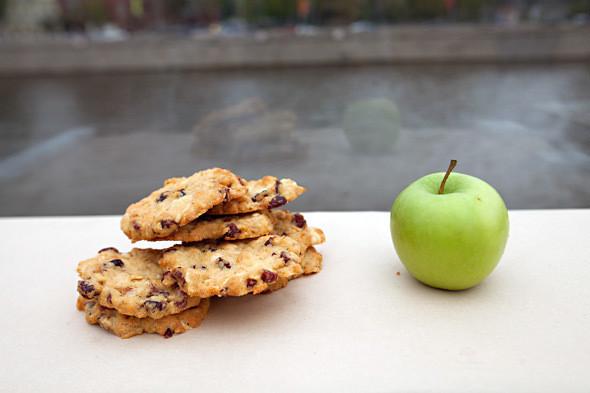 Печенье с белым шоколадом и клюквой —30 рублей