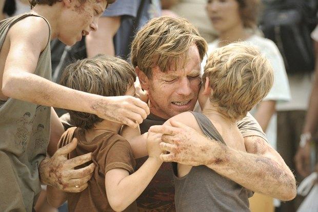 «Невозможное», Юэн Макгрегор и Наоми Уоттс в мелодраме о семье, ищущей друг друга после наводнения. Изображение № 3.