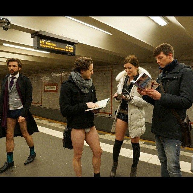 Флешмоб «В метро без штанов» в снимках Instagram. Изображение № 35.