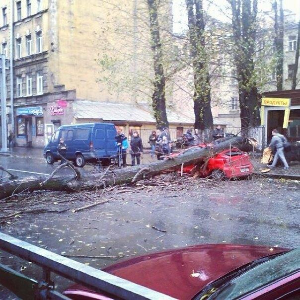 Фото дня: Шторм «Святой Иуда» в Петербурге. Изображение № 17.
