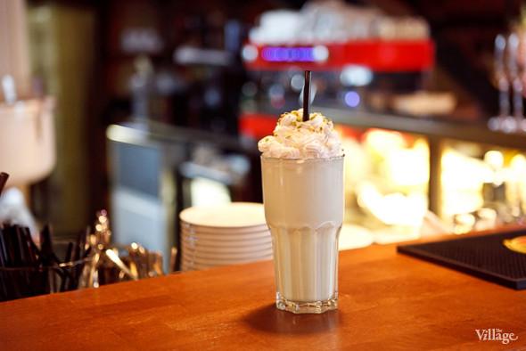 Фисташковый молочный коктейль — 160 рублей. Изображение № 49.