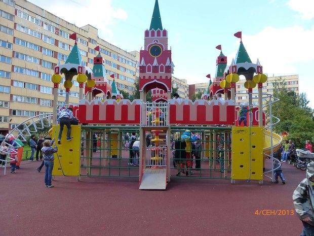 Цифра дня: В городе ставят детские площадки в виде Московского Кремля. Изображение № 2.