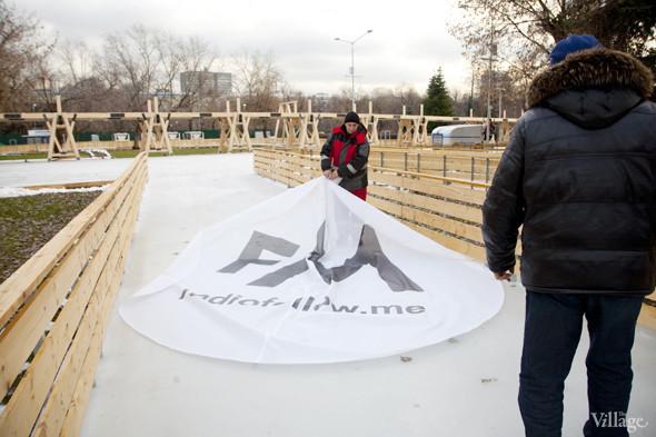 В парке Горького залили каток. Изображение № 3.