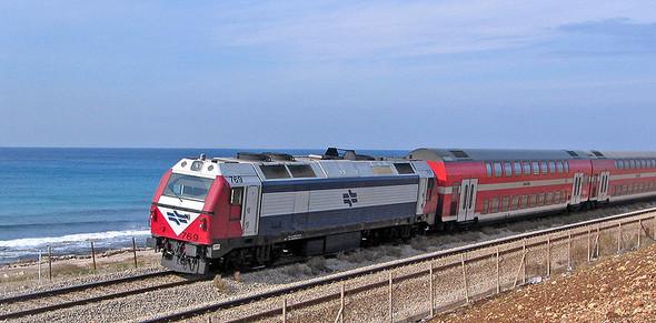 Двухэтажный поезд в Израиле. Изображение № 6.
