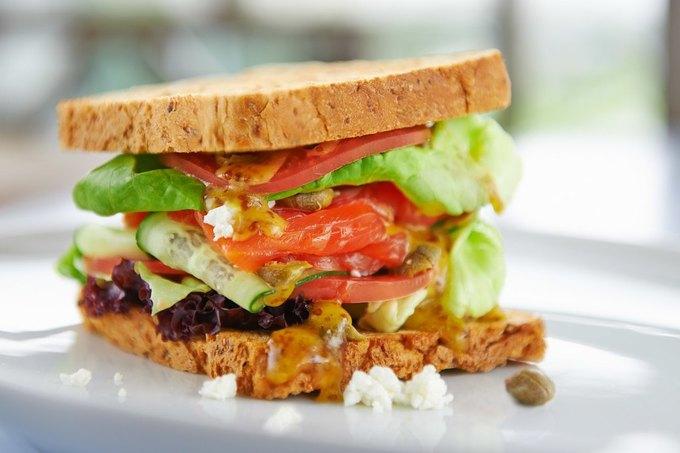 Сэндвич с сёмгой, каперсами и творогом — 257 рублей . Изображение № 2.