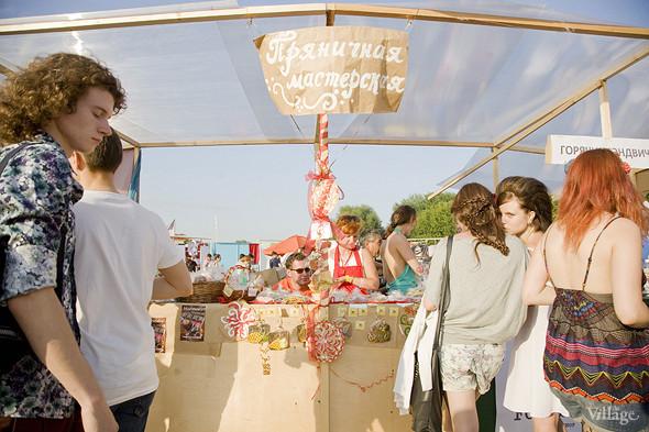 «Пряничная мастерская» принимает заказы на изготовление пряников и печенья с 2008. Участие в маркетах и фестивалях — для них уже привычное дело. Изображение № 20.