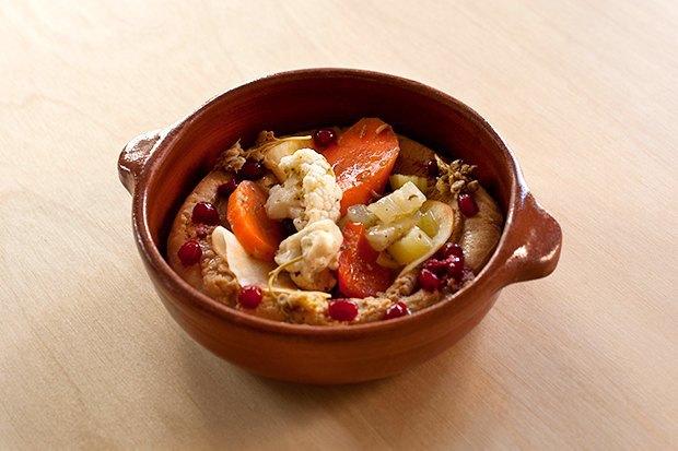 Хумус с маринованными овощами и гранатом. Изображение № 2.