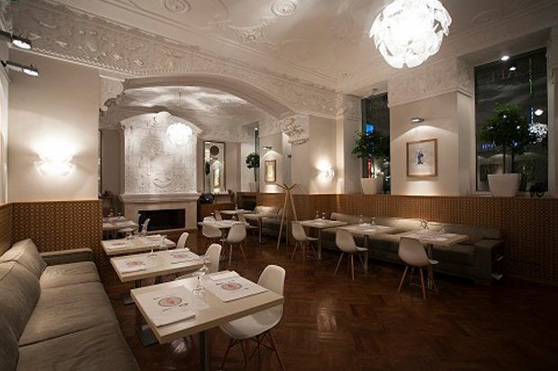 В кафе «Театр» открылся стол выдачи заказов LavkaLavka. Изображение № 1.